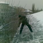 очистка крыши от снега, наледи